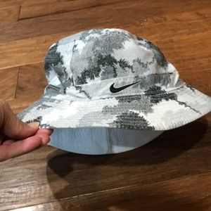 Nike Accessories - Nike reversible white/camouflage bucket hat
